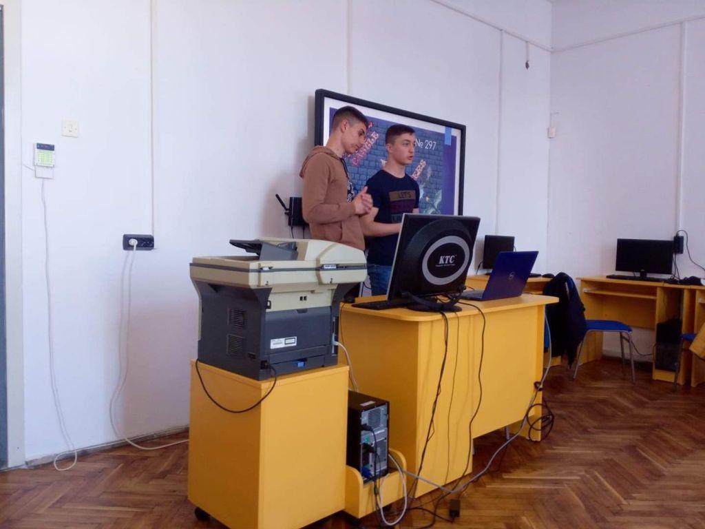 """Преподаватели изразиха задоволство от представянето на ученици от ГСАГД """"Кольо Фичето"""" в областния кръг на Олимпиада по IT - голяма снимка"""