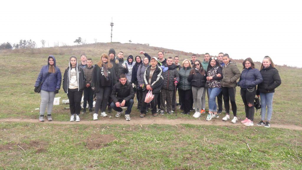 """Ученици  от ГСАГД """"Кольо Фичето"""" засадиха  гора от гинко билоба на Боровец.Благодарност към дарителя Стоян Георгиев от Добрич - голяма снимка"""