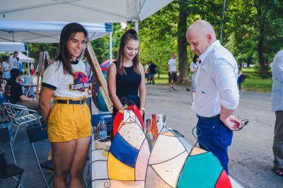 """Многобройни посетители не спестиха суперлативи за експозицията на ГСАГД """"Кольо Фичето"""" за  Международния ден на младежта - Изображение 1"""