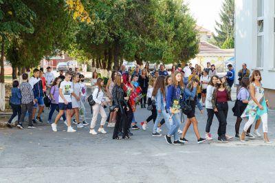 """Със самочувствие и гордост започнаха новата учебна година в ГСАГД""""Кольо Фичето"""" - Изображение 2"""
